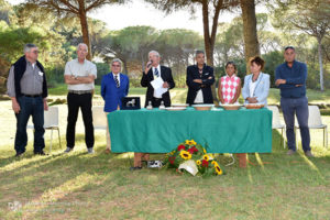 http://www.isarenas.it/wp-content/uploads/2017/09/2017-09-17-Narbolia-Pineta-Is-Arenas-Premiazione-Torneo-golf-e-buffet-048-300x200.jpg