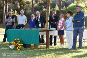 http://www.isarenas.it/wp-content/uploads/2017/09/2017-09-17-Narbolia-Pineta-Is-Arenas-Premiazione-Torneo-golf-e-buffet-067-300x200.jpg