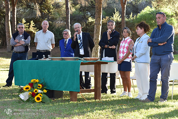 http://www.isarenas.it/wp-content/uploads/2017/09/2017-09-17-Narbolia-Pineta-Is-Arenas-Premiazione-Torneo-golf-e-buffet-067.jpg