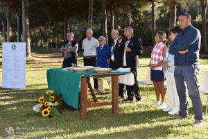 http://www.isarenas.it/wp-content/uploads/2017/09/2017-09-17-Narbolia-Pineta-Is-Arenas-Premiazione-Torneo-golf-e-buffet-081-300x200.jpg