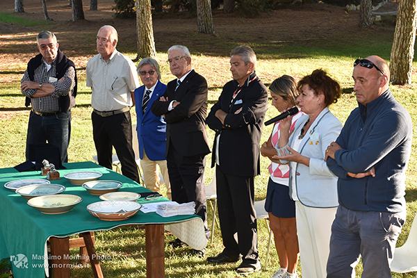 http://www.isarenas.it/wp-content/uploads/2017/09/2017-09-17-Narbolia-Pineta-Is-Arenas-Premiazione-Torneo-golf-e-buffet-083.jpg