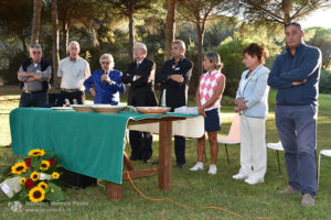 http://www.isarenas.it/wp-content/uploads/2017/09/2017-09-17-Narbolia-Pineta-Is-Arenas-Premiazione-Torneo-golf-e-buffet-086-300x200.jpg