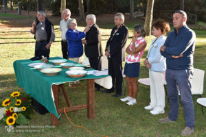 http://www.isarenas.it/wp-content/uploads/2017/09/2017-09-17-Narbolia-Pineta-Is-Arenas-Premiazione-Torneo-golf-e-buffet-089-300x200.jpg
