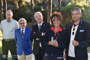 http://www.isarenas.it/wp-content/uploads/2017/09/2017-09-17-Narbolia-Pineta-Is-Arenas-Premiazione-Torneo-golf-e-buffet-093-300x200.jpg