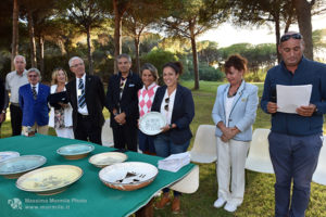 http://www.isarenas.it/wp-content/uploads/2017/09/2017-09-17-Narbolia-Pineta-Is-Arenas-Premiazione-Torneo-golf-e-buffet-104-300x200.jpg