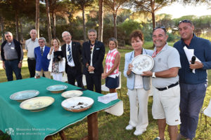 http://www.isarenas.it/wp-content/uploads/2017/09/2017-09-17-Narbolia-Pineta-Is-Arenas-Premiazione-Torneo-golf-e-buffet-105-300x200.jpg