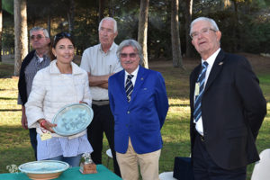 http://www.isarenas.it/wp-content/uploads/2017/09/2017-09-17-Narbolia-Pineta-Is-Arenas-Premiazione-Torneo-golf-e-buffet-109-300x200.jpg
