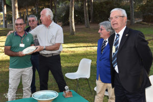 http://www.isarenas.it/wp-content/uploads/2017/09/2017-09-17-Narbolia-Pineta-Is-Arenas-Premiazione-Torneo-golf-e-buffet-111-300x200.jpg