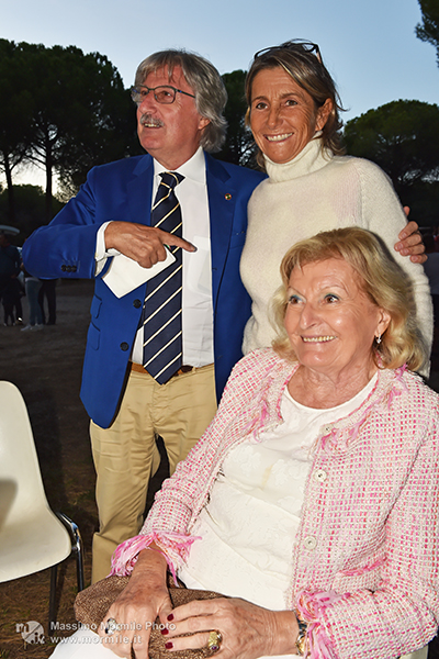 http://www.isarenas.it/wp-content/uploads/2017/09/2017-09-17-Narbolia-Pineta-Is-Arenas-Premiazione-Torneo-golf-e-buffet-134.jpg