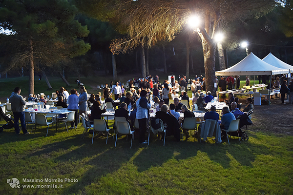 http://www.isarenas.it/wp-content/uploads/2017/09/2017-09-17-Narbolia-Pineta-Is-Arenas-Premiazione-Torneo-golf-e-buffet-163.jpg