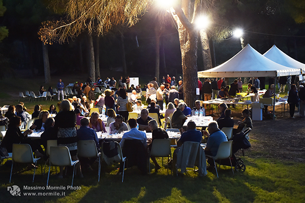 http://www.isarenas.it/wp-content/uploads/2017/09/2017-09-17-Narbolia-Pineta-Is-Arenas-Premiazione-Torneo-golf-e-buffet-166.jpg