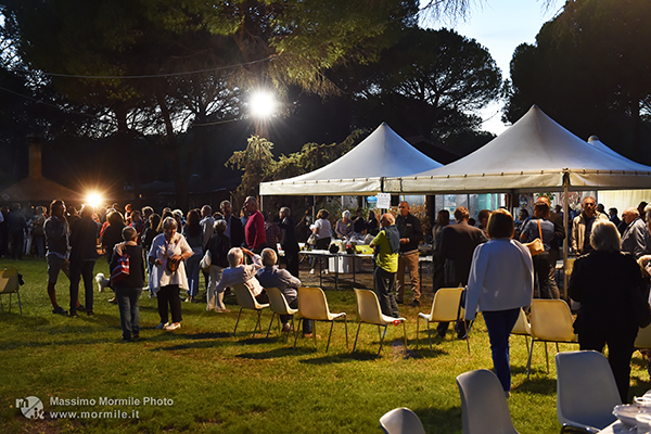 http://www.isarenas.it/wp-content/uploads/2017/09/2017-09-17-Narbolia-Pineta-Is-Arenas-Premiazione-Torneo-golf-e-buffet-176.jpg
